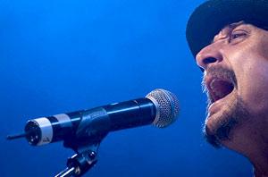 Sänger mit drahtlosem Mikrofon. Foto: pixabay.