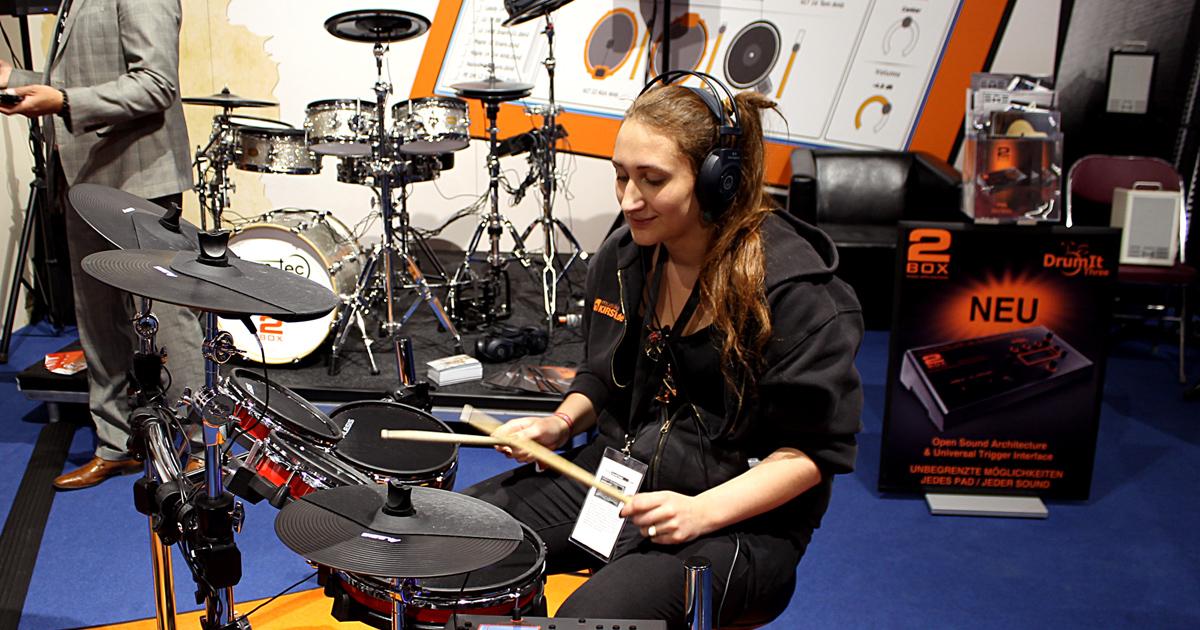 Kirstein auf der Messe Frankfurt - Mali am Schlagzeug
