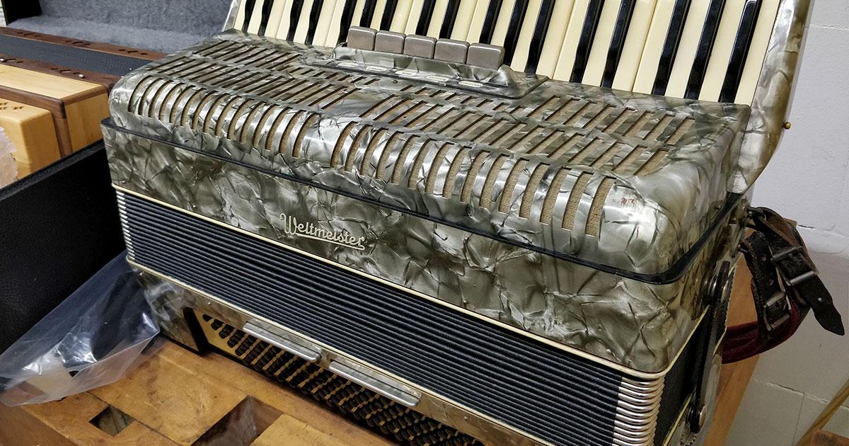 Neues aus der Akkordeonwerkstatt: Oldtimerreparatur