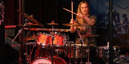Frauenpower an den Drums: der Schlagzeugworkshop mit Anika Nilles war spitze!