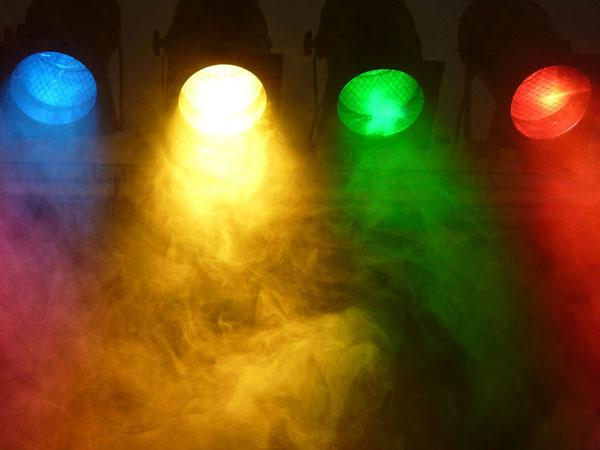 Der Basisratgeber Lichttechnik des Musikhauses Kirstein klärt Fragen und Begriffe zum Thema Licht und Lichteffekte in der Bühnen- und Veranstaltungstechnik. Foto: pixabay.