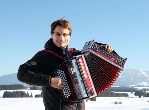 Stefan Mayr vom Musikhaus Kirstein ist von der Spitzenmarke Zupan begeistert. Foto © Musikhaus Kirstein.