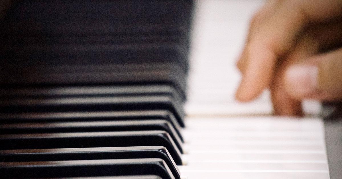 Die Anschlagsdynamik ist ein ganz entscheidendes Kriterium für ein lebhaftes Klavierspiel.