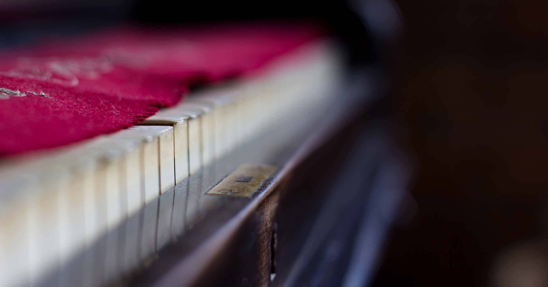 Kauft man ein älteres Klavier, lohnt es sich immer, genau hinzuschauen.