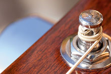 Kirstein Onlineratgeber Gitarrensaiten wechseln.