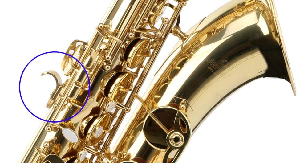 Daumenhaken eines Saxophons.