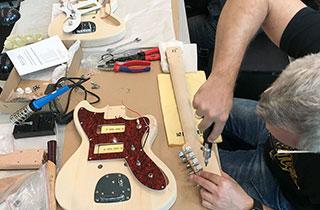 Das Musikhaus Kirstein war bei der Guitar Summit 2019 mit einem DIY-Workshop dabei.