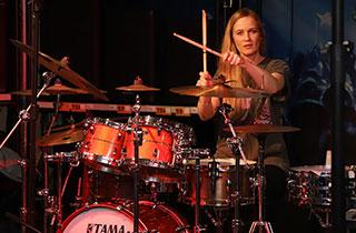 Der Drumworkshop mit Anika Nilles war im Handumdrehen ausgebucht.