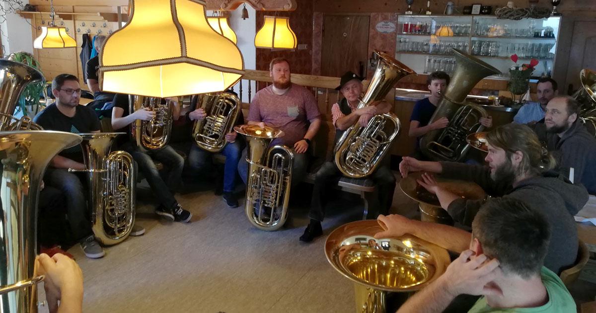 Tuba-Workshop mit Stefan Huber von LaBrassBanda: Mit der Tuba ins Wirtshaus.