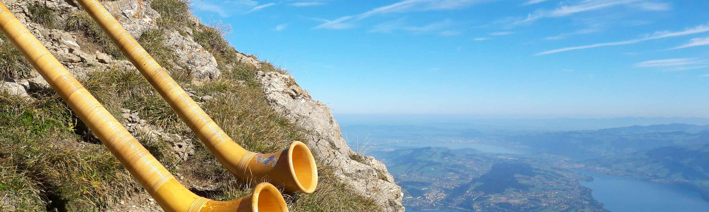 Alphörner versinnbildlichen den Klang der Berge.