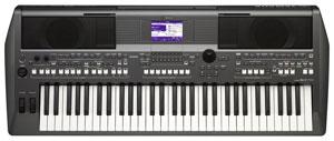 Yamaha PSR-S670 Keyboard.