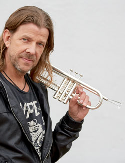 Rüdiger Baldauf gehört zu den ganz Großen und spielt seit vielen Jahren exklusiv Trompeten und Flügelhörner von Yamaha. Foto © Rüdiger Baldauf.