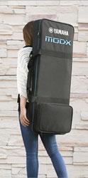 Synthesizer kann wie ein Rucksack auf dem Rücken getragen werden