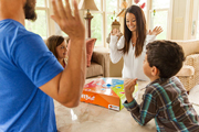 Familie spielt OffBeat, Bewegung zum Rhythmus
