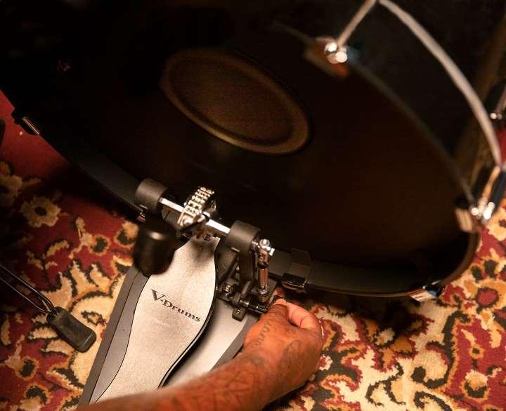 Das natürliche Spielgefühl eines akustischen Schlagzeugs